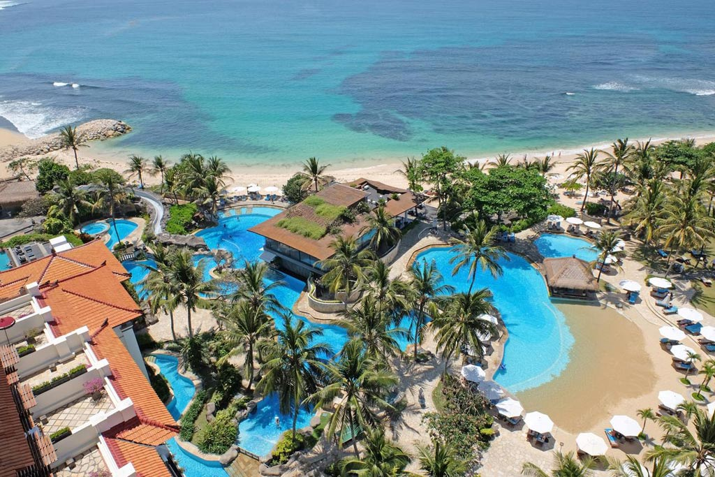 Swimming pool hilton bali resort bali star island - Hilton swimming pool ...