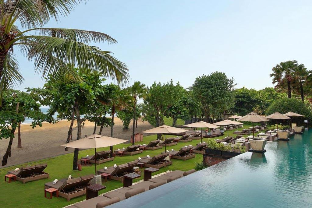 Beach lounge anantara seminyak bali resort bali star for Bali accommodation seminyak