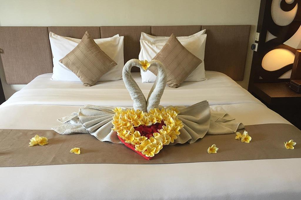 Honeymoon decoration villa kayu raja bali star island for Decoration villa