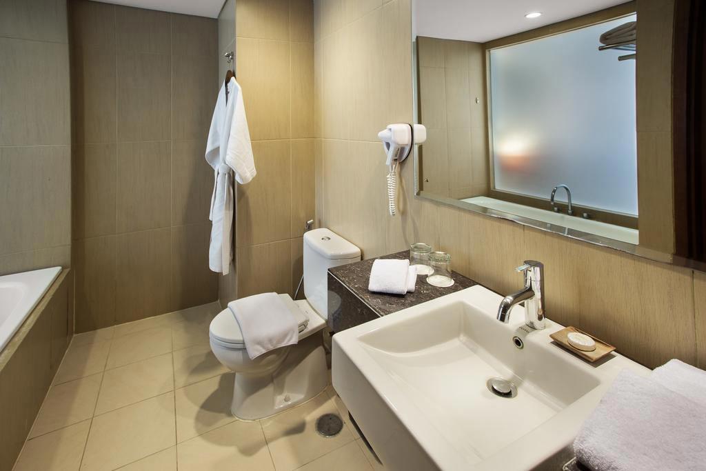 Bathroom sense sunset seminyak bali star island offers for Sunset bathroom designs