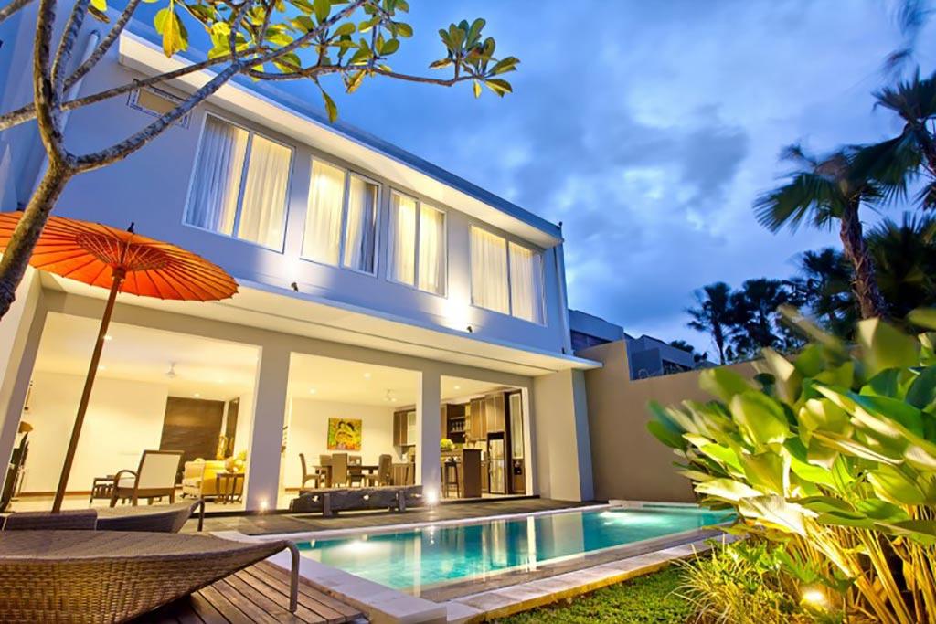 Royal 3 bedroom villa danoya villa bali star island for Villa royale